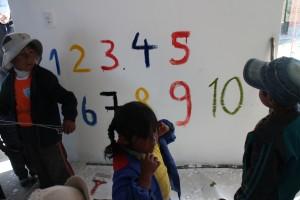 En osaa piirtää, mutta numerot onnistuivat vaikka ne hiukan vinoina seinälle ilmaantuivatkin.